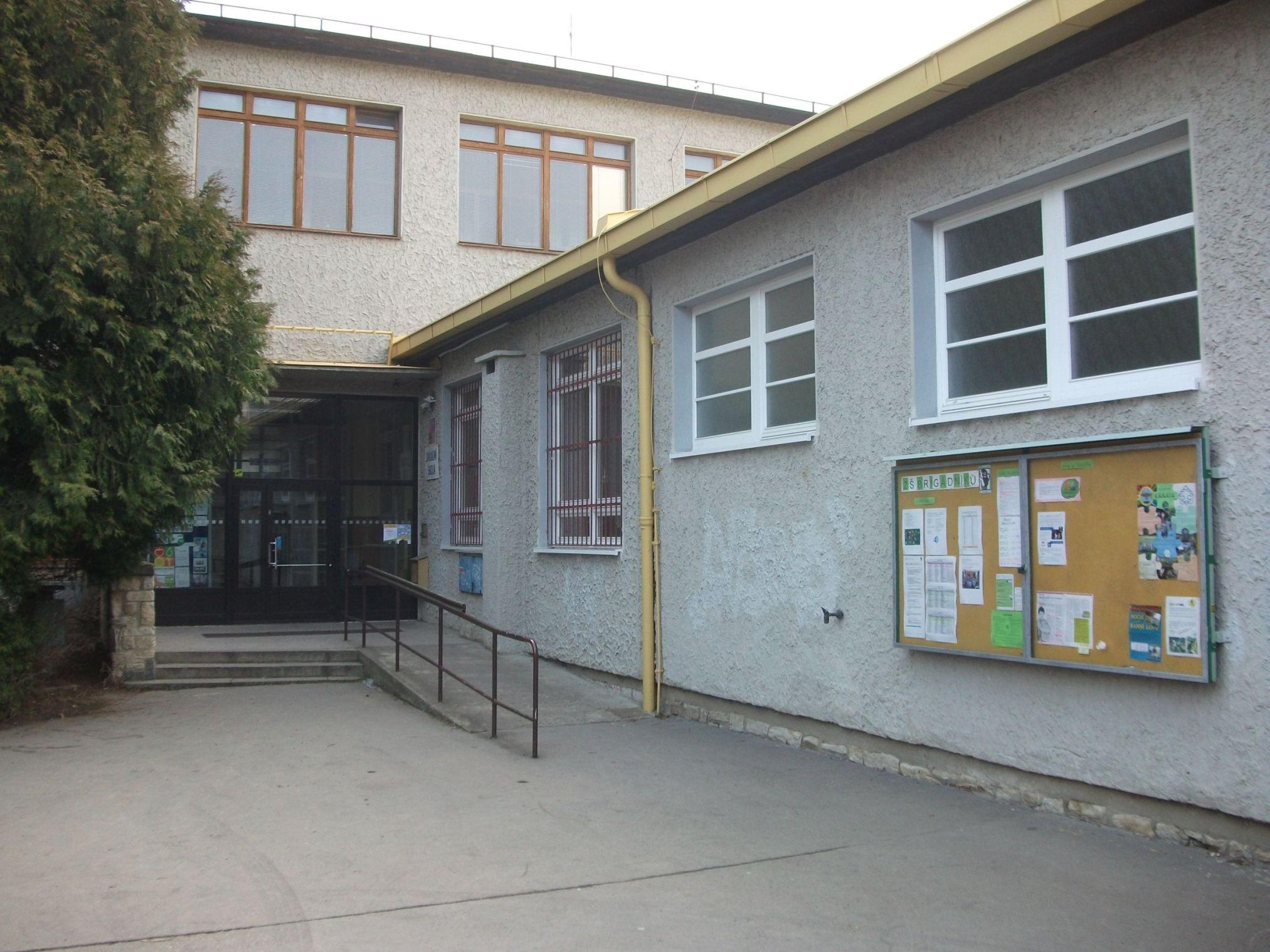 Brigadniku-Praha-Primary-school-in-Slovakia1.png