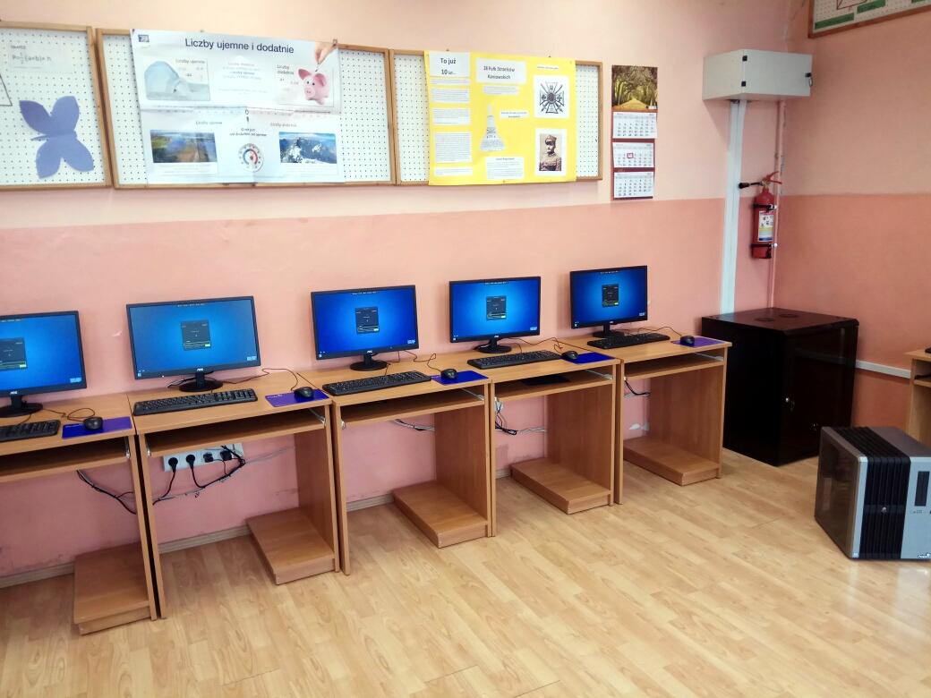 Primary-School-in-Wolka-Radzyminska-in-Poland2.jpg