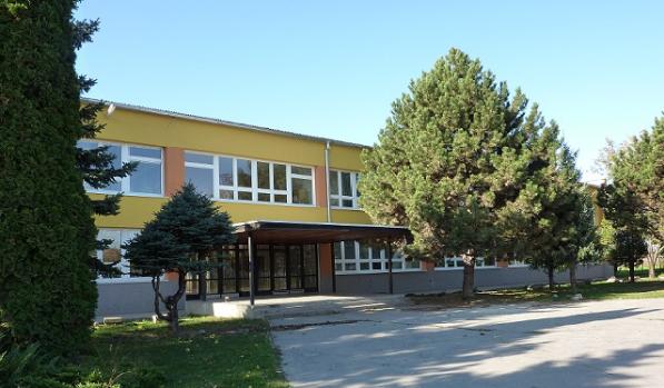 Veka-Ida-Elementary-School-in-Slovakia-1.png